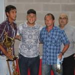 Castro, Chumba y el técnico Olijavetzky reciben el trofeo