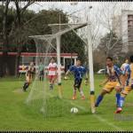 Federico Bizans convierte el primer gol de la novena